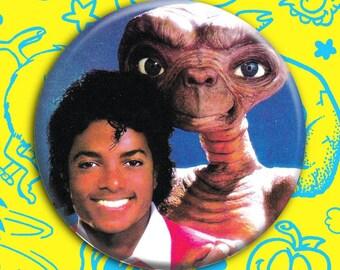 """MEDIUM M.J. & E.T. Button 2.25"""" pin vintage style button (Michael Jackson, Thriller et aliens)"""
