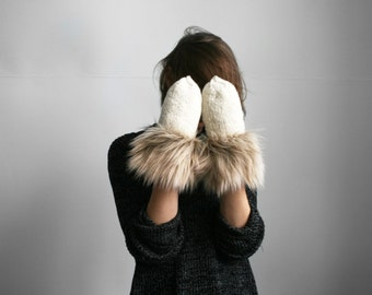 handmade white ivory color wool mittens with brown fur fringe from natural wool cozy warm winter gloves