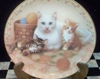 The Royal Family Collectible Cat Plate Susan Leigh