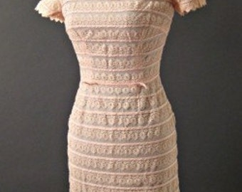 1950s JR FLAIR baby Pink Scalloped Lace Sheath Dress Pastel XS