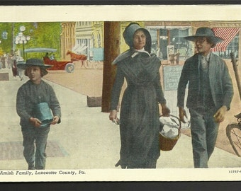 Vintage Linen Postcard - An Amish Family Shopping in Lancaster, Pennsylvania  (892a)