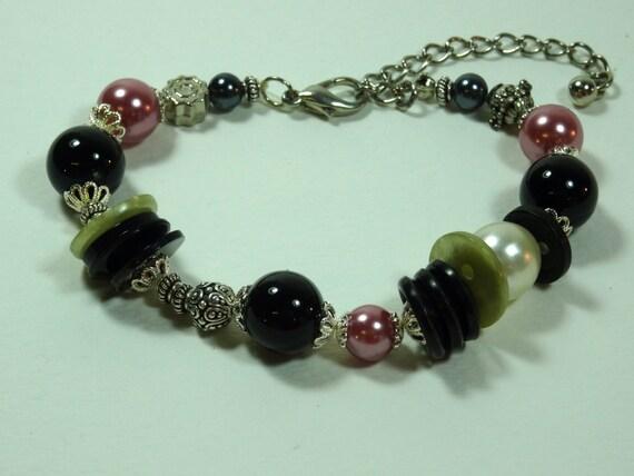Pink/silver-color metal /black/pearl beaded bracelet