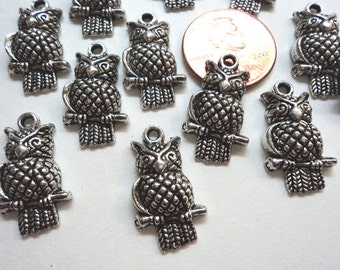 Pewter silvertone Wise perched owls hollowed back 22mm x 12mm  12 pc lot 1