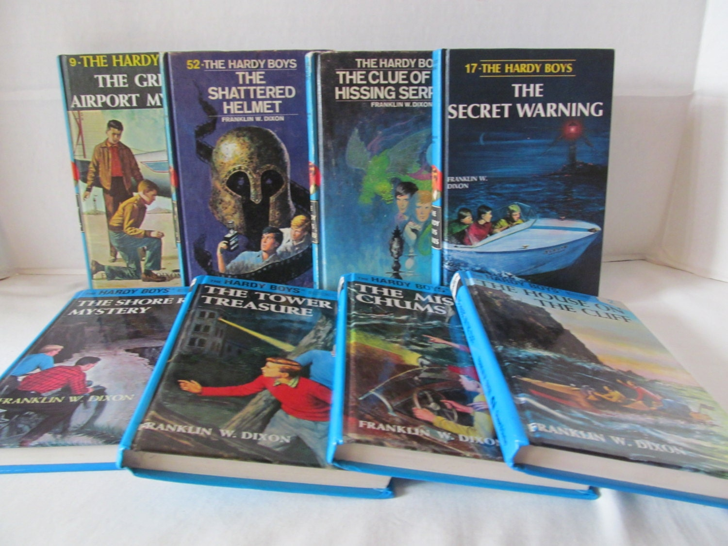 hardy boys mystery books For sale here is the 1971 hardcover book titled the hardy boys-the yellow feather mystery that was written by franklin w dixon this book was published by grosset & dunlap and it is #33 in the hardy boys series.