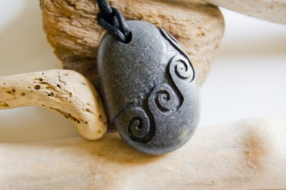 ... pebble necklace, Maori motif necklace, Unique pebble necklace, Unique