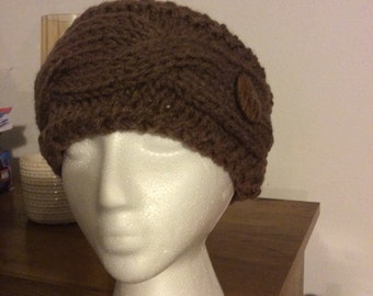 Cabled ear warmer with button.