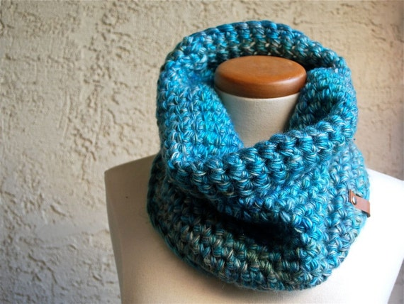 Neck Cowl / Circle Scarf / Extra Thick Cozy Cowl / Chunky Cowl / Crochet Cowl / Scarf - Tidal