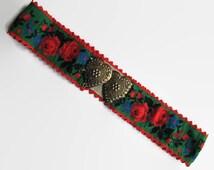 Vintage belt, vintage 1970s belt, vintage roses belt,Valentines gift idea, roses and heart belt, 1970s heart belt, heart strap closure belt