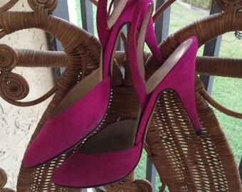 Vintage 80s Caressa Magenta Suede strappy closed-toe sandal