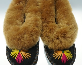 SALE !!! Women's leather slippers, lined with 100% wool SHEEPSKIN and comfy! Good gift!! Halloween