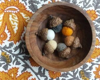 Needle Felted Acorns- Apricot Tones  {HOME DECOR}