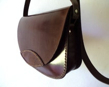 Leather bag. Crossbody bag. Hand sewn. Medium size 7,3x10 inches. Dark brown. Chimango Sur.