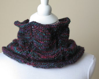 Hand knitted cowl, Women's Cowl Scarf, Merino wool yarn, women's accessories, winter accessories.