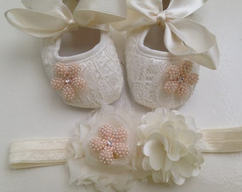 Ivory / off white lace baby shoes, baptism and christening crib shoes, first walker lace shoes, newborn ivory shoes, princess shoes