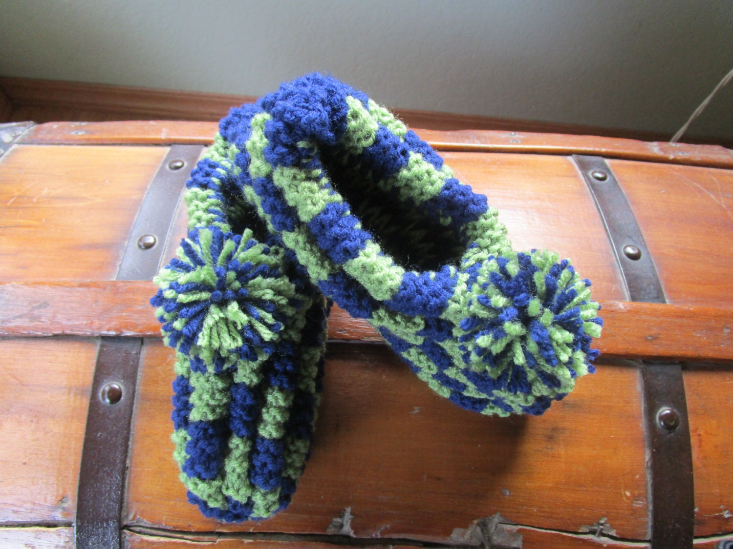 Knitting Pattern For Checkerboard Slippers : Handmade Knitted Checkerboard Slippers