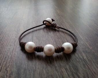 Leather bracelet and freshwater pearls. Friendship bracelet.