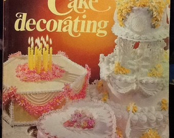 Vintage 1976 Wilton Yearbook of Cake Decorating