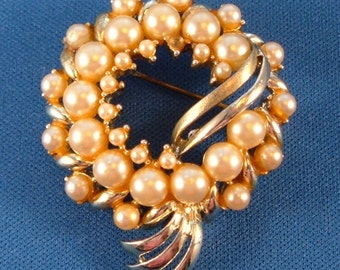 Vintage Faux Pearl Brooch Pin