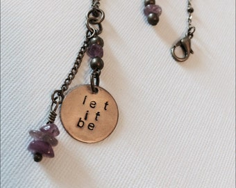 LET IT BE necklace with amethyst detail in Brass