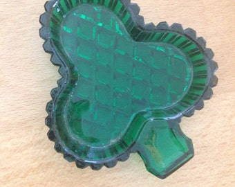 Lucky clover trinket dish pot ashtray 60s 70s kitsch emerald green cut glass