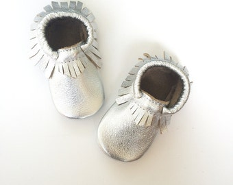 Baby Moccasins, Toddler Leather Moccasins, Silver Metallic Leather Shoes, Crib shoes, Silver Moccasins