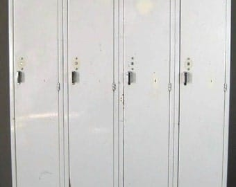 Vintage Picket White Single Lockers