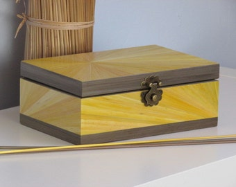 Chest in straw marquetry