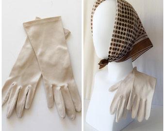 Beige / Ivory Vintage Gloves // vintage  1950s gloves beige