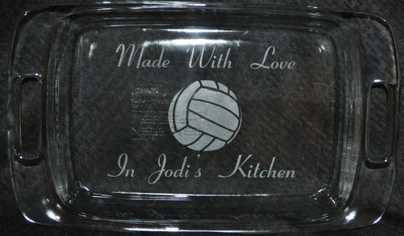 Mothers Day Gift.  Engraved Pyrex Pan.  Bridal Shower Gift.  Wedding Party Gift.  Personalized Pan.  Gift For Grandma.  Favorite Sport Gift.
