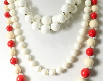 Sale Vintage Red and White Bead Necklace Vintage jewelry red Bead Neacklace Christmas Necklace