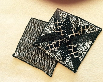A black and white set of 2 potholders