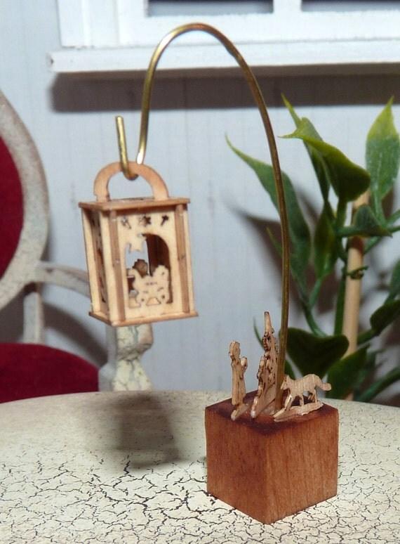 Ohrringe Aus Holz FUr Männer ~ Laterne für das Puppenhaus aus Holz  Holzwürfel mit Holzfiguren