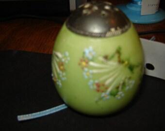 Mount Washington Pairpoint  salt shaker egg shape