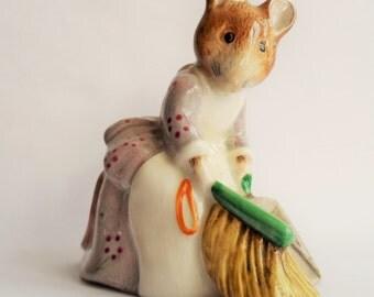 Vintage ROYAL ALBERT ~ Hunca Munca Sweeping figurine ~ Beatrix Potter
