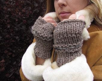 Fingerless gloves of luxurious yarns