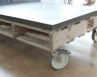 Concrete pallet table