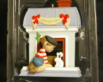 Vintage 1988 Hallmark Keepsake Windows of the World Collectors Series #4 French France Christmas Ornament QX402-1