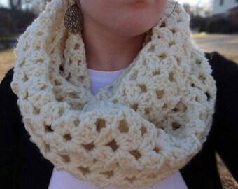 Free shipping,Crochet Infinity, Crochet Scarf,White Infinity, Knit Scarf, Knit Scarf, Bulky Scarf, Chunky Scarf, White Scarf, Lacey Scarf
