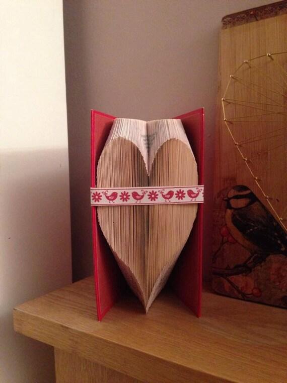 Folded heart book gato