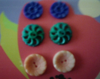 SET OF 6 Colorful Vintage Buttons