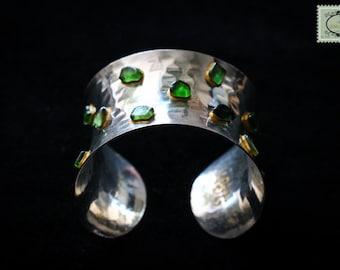 Slave bracelet, little glasses green tint on silver metal
