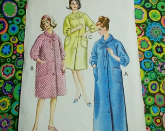 Style  Sewing Pattern -  Woman's dressing gown -  bust 40  - MPN 1539 - cut out but complete