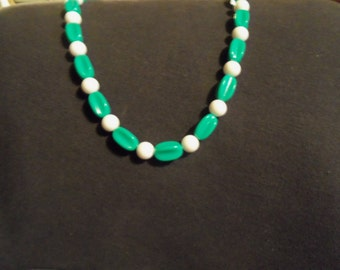 Vintage Lucite  Green & White Bead necklace w/ bracelets Costume Jewelry