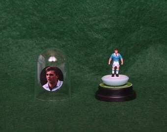 Georgi Kinkladze (Manchester City) - Hand-painted Subbuteo figure housed in plastic dome.