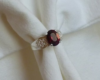 9mm x 7mm oval cut 4 ct red garnet sterling silver ring size 6.5