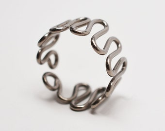 Titanium snake mens wirework metal wide band wavy ring
