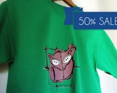 Cat with button eyes green t-shirt screenprinted illustration on SALE men size