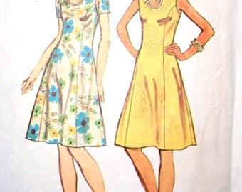 Simplicity 5678 1970s Misses Slimming Dress Pattern Keyhole Neckline Womens Vintage Sewing Pattern UNCUT Size 10 Bust 32  NO ENVELOPE