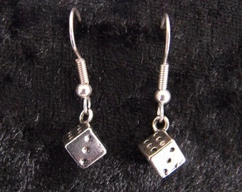 Dice / D6 earrings in silver