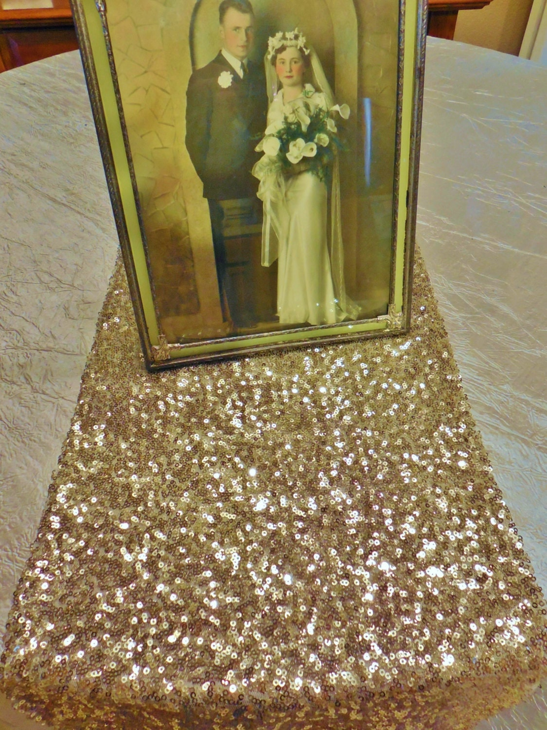 sequin champagne table runner various sizes gold and silver. Black Bedroom Furniture Sets. Home Design Ideas